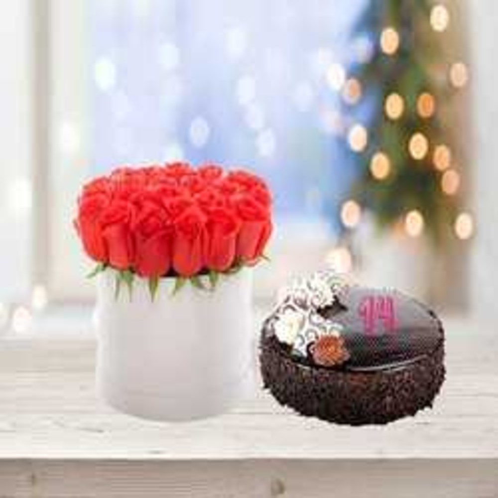 Delightful Roses & cake arrangement